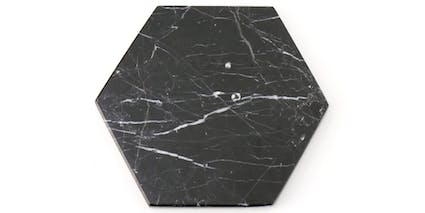//cdn-m2.fabelio.com/catalog/product/h/e/Hexagon_Zircon_Marble_Black_Small_2.jpg?fm=pjpg&w=425&ixlib=react-9.0.2